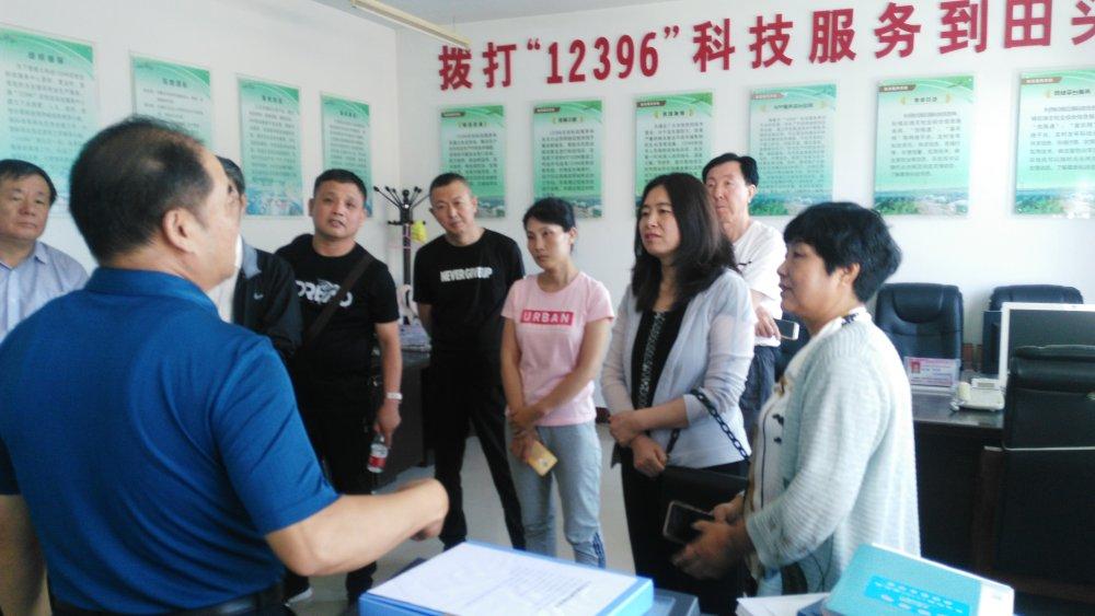 通辽市科技局考察杭锦后旗星火科技12396和科技小院工作